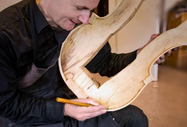 Atelier de luthier – construction violoncelles neuf